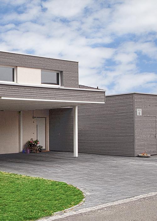 Hozhaus oder Massivhaus mit Holzfassade